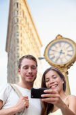 Couple taking selfie in New York City — Stock Photo