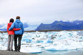 Woman and man enjoying Icelandic landscape — Stock Photo