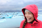 Girl enjoying view of Jokulsarlon glacial lake — Stock Photo