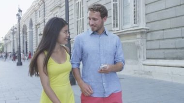 Man showing woman smartphone screen — Stock Video