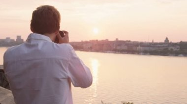Photographer taking pictures of sunset Stockholm — Stock Video