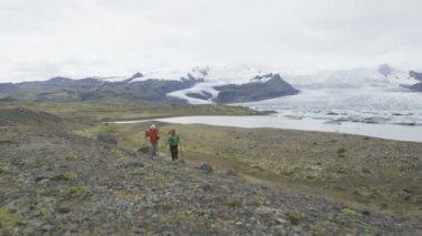Adventure hiking people on Iceland — Stock Video