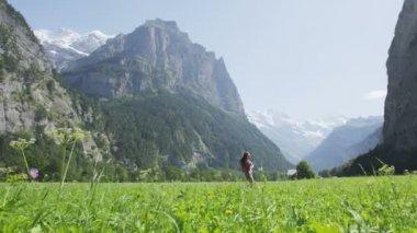 Woman having fun in Swiss Alps — Stock Video
