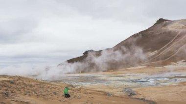Iceland volcano mudpot hot spring landmark — Stock Video