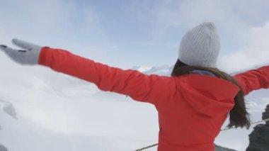 Woman cheering on Jungfrau alps — Stock Video