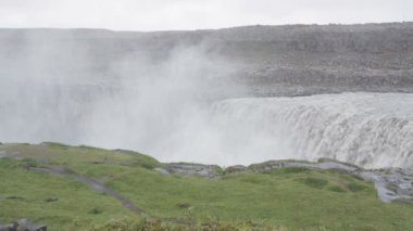 Waterfall Dettifoss with tourists people — Stock Video