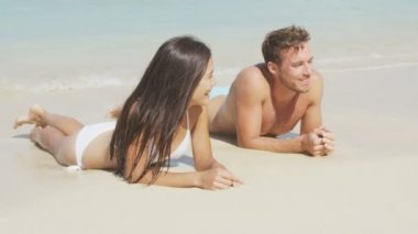 Couple on beach relaxing in water and sand — Stock Video