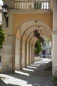Arch with lanterns in Lviv — Stockfoto