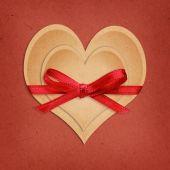 бумажные сердца ремесла сыграли вничью с лентой — Стоковое фото