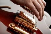Hand playing guitar — Stock Photo