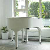 White piano — Stock Photo