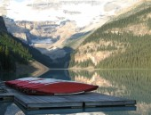 Red Lakeside Canoes — Stock Photo