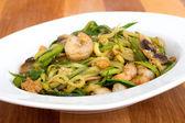 Shrimp with zucchini noodles stir-fry — Stock Photo