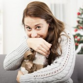 Happy girl hold her christmas gift — Stock Photo