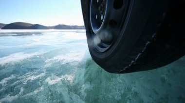 Drive car across Lake — Vídeo stock