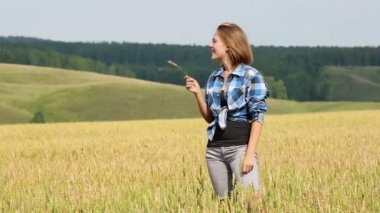Young woman in summer field — Stock Video