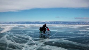 People travel on frozen Lake Baikal  Extreme winter journey across the ice deep reservoir — Stock Video