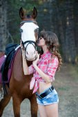 Beautiful woman and her handsome horse on autumn forest — Stock Photo