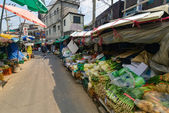 Grocery market on the street in Itaewon-dong district in Seoul — Stock Photo