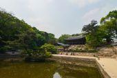 Étang sur le territoire de Changdeokgung Palace ou le Palais de Changdeok, Séoul, Corée — Photo