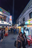 Crowdy in evenings area In Hungdae district in Seoul, Korea — Stock Photo