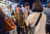 Boys in the evening In Hungdae district in Seoul, Korea — Stock Photo