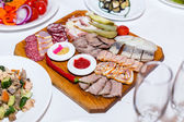 Meat cutting on wooden plate on banquet table — Foto de Stock