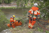 Kadan, Czech Republic, June 6, 2012: Exercise rescue units. Training rescue people in inaccessible terrain at the dam Kadan. Recovery using rope techniques — Stock Photo