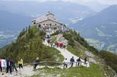 """BERCHTESGADEN,GERMA NY, JUNE 14, 2013: Tourists visit Kehlsteinhaus in Obersalzberg. The """"Eagle's Nest"""" was built for Adolph Hitler for his 50th birthday. Located at an altitude of 1834 m asl — Stock Photo"""