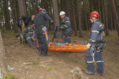 Training rescue injured people in difficult terrain — Stock Photo