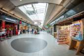 Wide angle view of Schiphol shopping plaza — Stock Photo