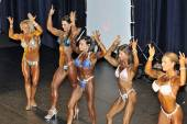 Line up of female bodybuilding contestants showing their best — Stock Photo