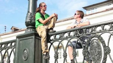 Two men talking — Stock Video