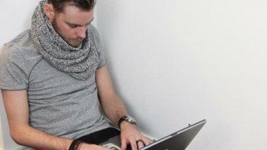 Satisfied man with laptop — Vídeo de Stock