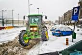 METKOVIC, CROATIA - FEBRUARY 12: Tractor cleans the streets of large amounts of snow in Metkovic, Croatia on February 12, 2012. — Stock Photo