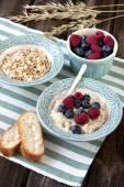 Delicious porridge with fresh blueberries and raspberries — Stock Photo