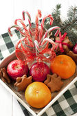 Christmas sweets with holiday decoration — Stockfoto