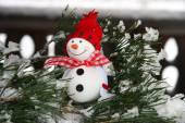 Two smiling snowmen friends on fir-tree — Stock Photo