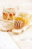 Honey in jar with honeycomb and wooden spoon — Stock Photo