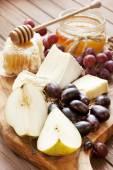Composition au raisin, fromage et miel — Photo