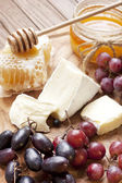 Still life with cheese, grape and honey — Stock fotografie