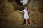 Romantic young woman posing outdoor. — Stock Photo