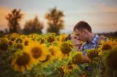 Beautiful couple having fun in sunflowers fields — Stock Photo