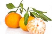 Fresh mandarin with leaf isolated on white — Stock Photo