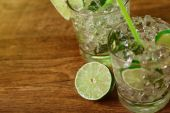 Mint and lime refreshing summer cocktails — Stock Photo
