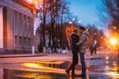 Snow lovers kiss city — Stock Photo
