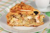Piece of homemade organic apple pie ready to eat — Stock Photo