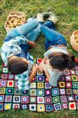 Couple resting on a blanket on the grass in autumn — Stock Photo