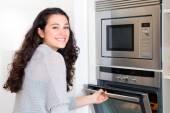 Mulher do cozinheiro newbie feliz — Fotografia Stock