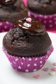 Chocolate muffins with melted chocolate and heart topping — 图库照片